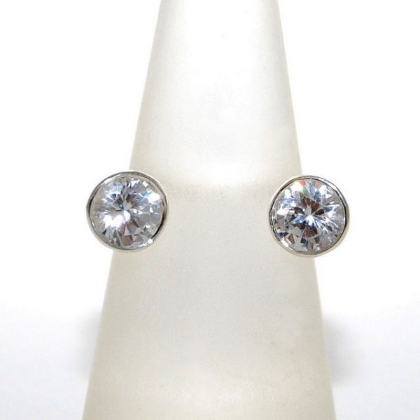 Nyitott ezüst gyűrű két kővel