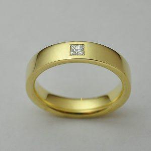 Karikagyűrű princess gyémánttal