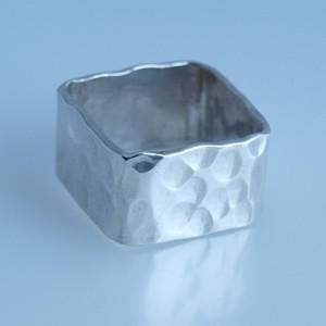 Kalapált négyszögletű ezüst gyűrű