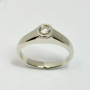 Egyedi fehérarany, brilles szoliter gyűrű