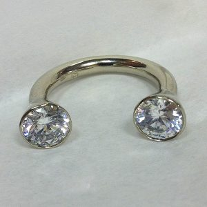 Két köves nyitott arany gyűrű