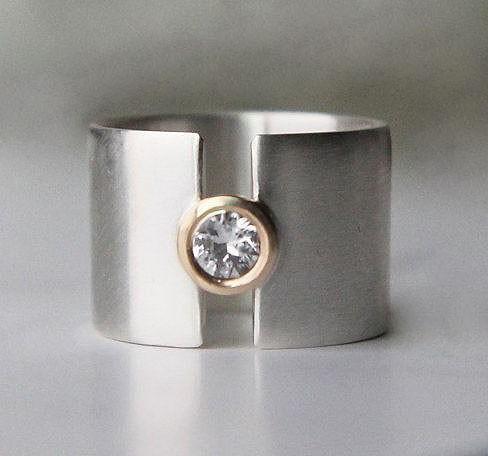 Brilles,nyitott széles arany gyűrű