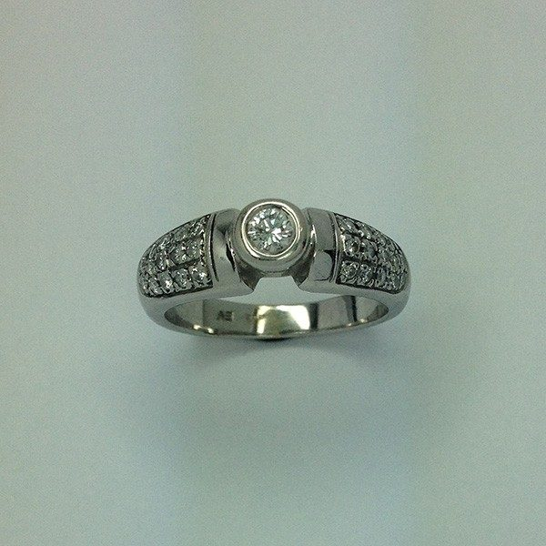 Brilles fehér arany gyűrű