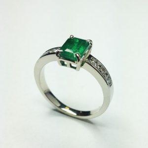 Brilles smaragdos arany gyűrű