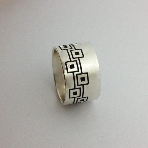 Egyedi mintás széles ezüst gyűrű