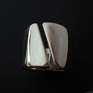 Ezüst gyűrű átlósan nyitott